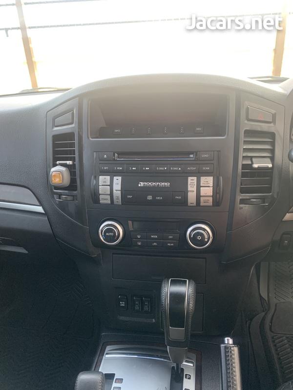 Mitsubishi Pajero 3,0L 2012-8