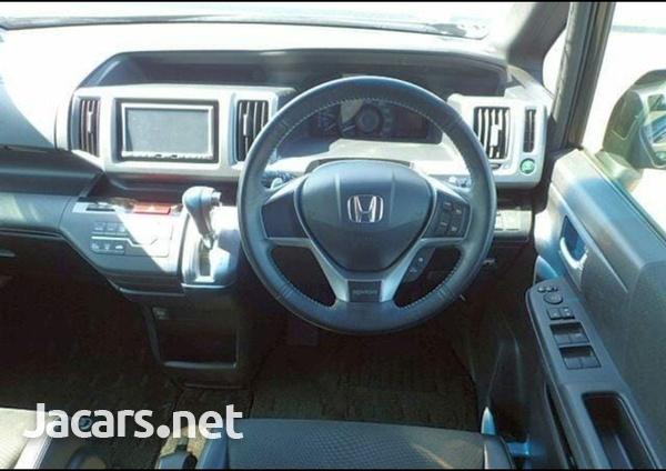 Honda Stepwgn 2,0L 2012-6