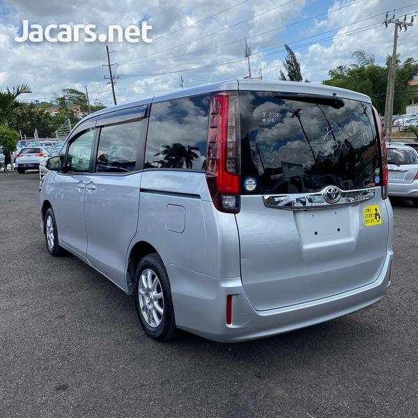 Toyota Noah 2,0L 2016-4