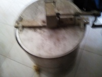 Manual cranking stainless steel honey extractor