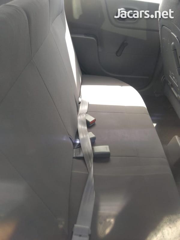 Mazda Familia 1,5L 2014-6