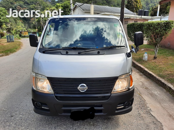 2012 Nissan Caravan-6