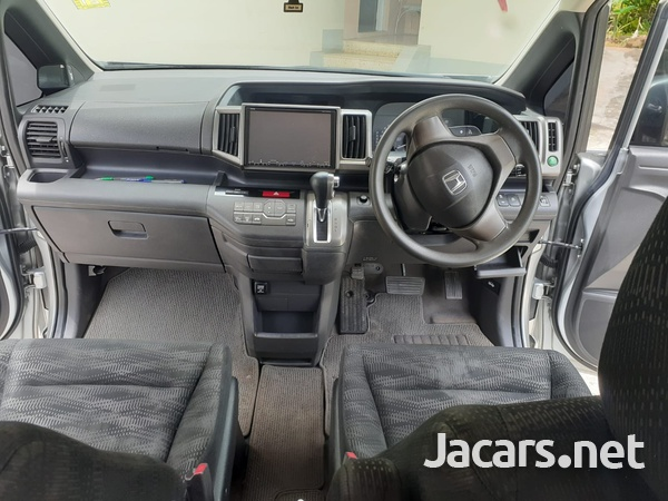 Honda Stepwgn 2,0L 2013-5
