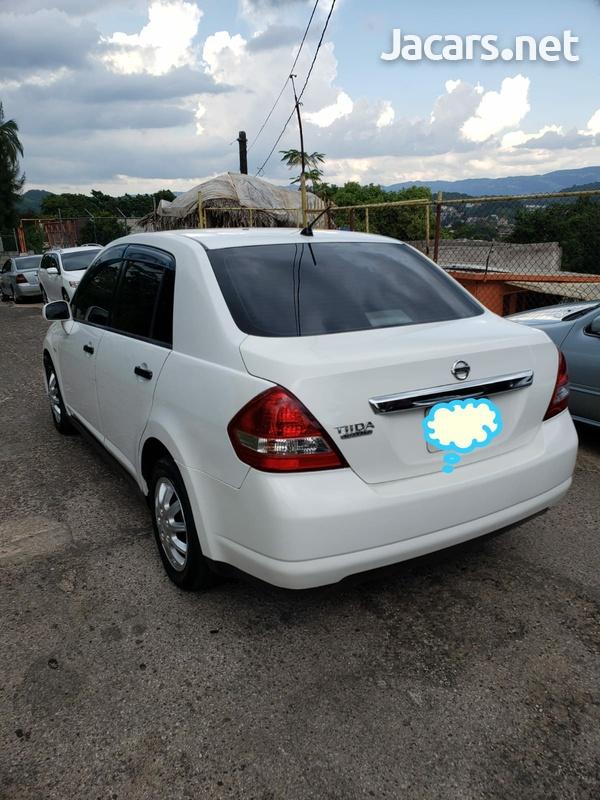 Nissan Tiida 1,8L 2010-4