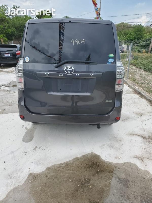 Toyota Voxy 1,9L 2012-7