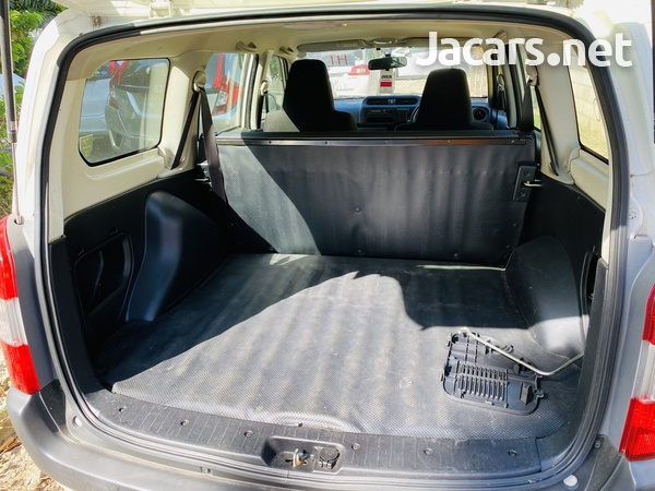 Toyota Probox 1,4L 2016-6