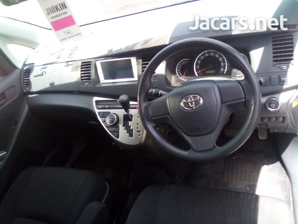 Toyota Isis 2,0L 2013-6