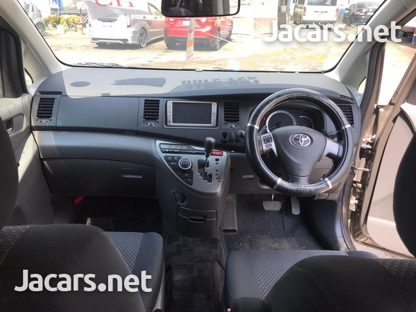 Toyota Isis 2,0L 2010-5