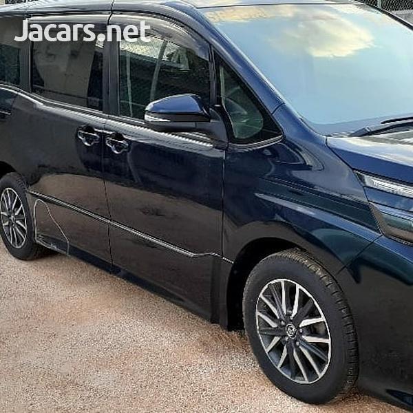 Toyota Noah 2014-4