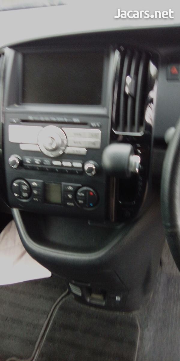 Nissan Serena 2,0L 2010-9