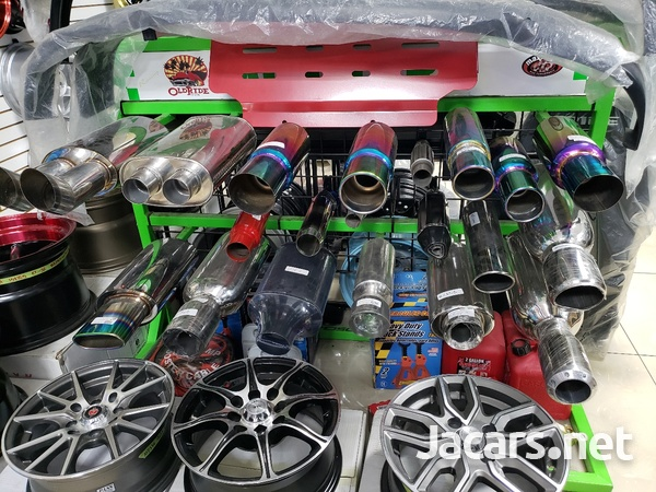 Rims, Diffuser, lugs, steering cover, back up camera, touchscreen radio, etc-7