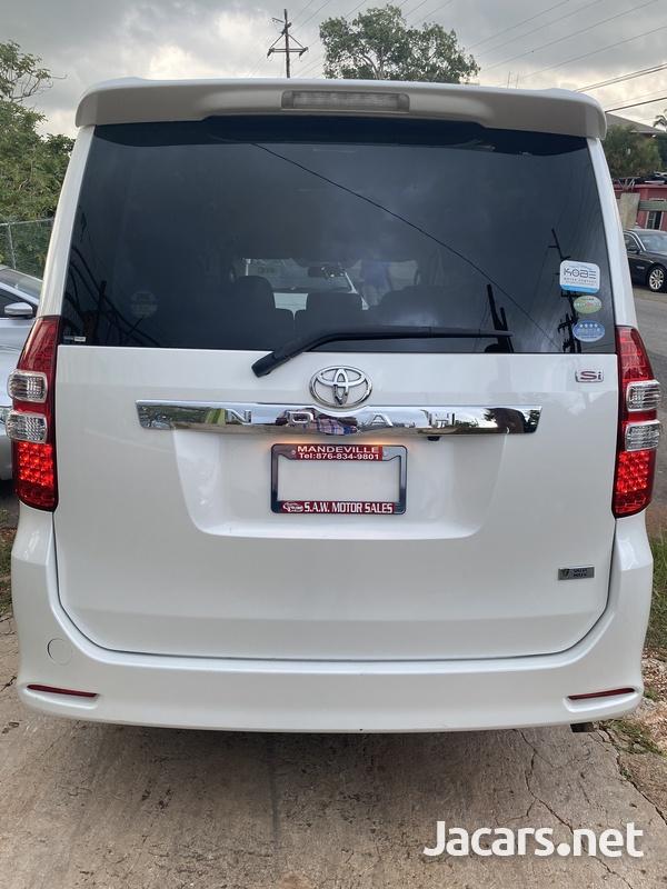 Toyota Voxy 2,0L 2011-4