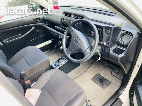 Toyota Probox 1,4L 2016-3