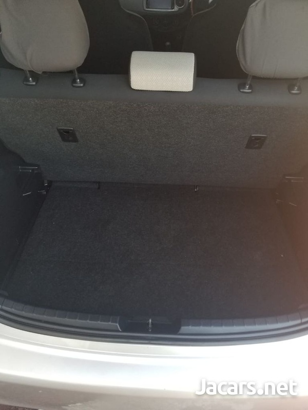 Toyota Vitz 1,3L 2012-8