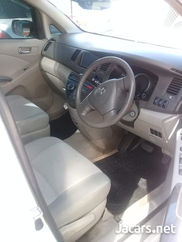 Toyota Isis 2,0L 2009-7