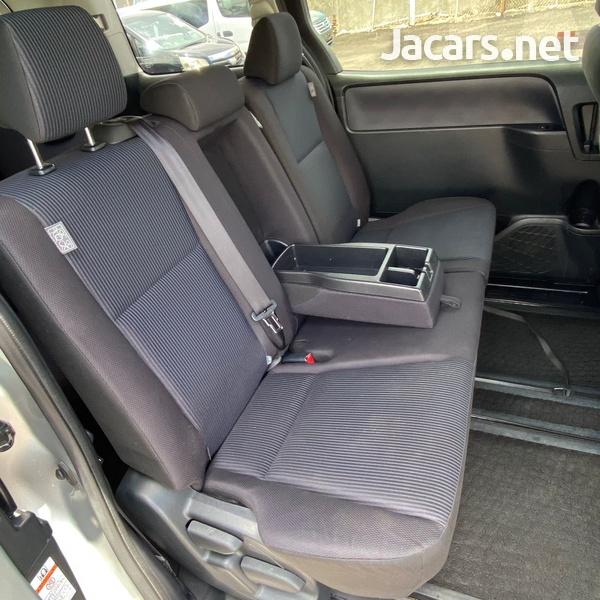 Toyota Noah 2,0L 2016-7
