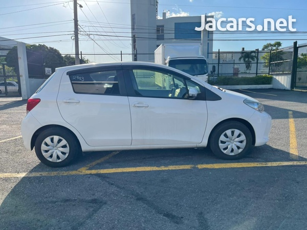 Toyota Vitz 1,5L 2015-6