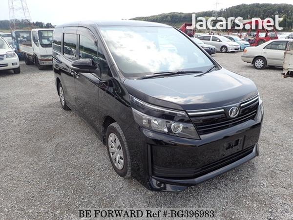 Toyota Voxy 1,9L 2014-4