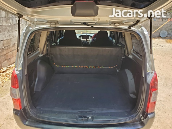 Toyota Probox 1,0L 2013-6