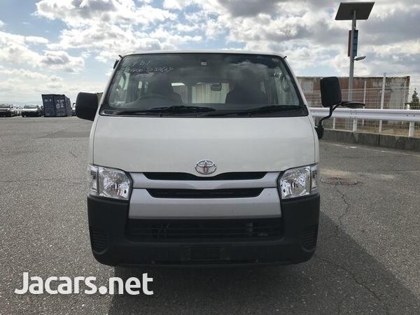 Toyota Hiace 2017-1