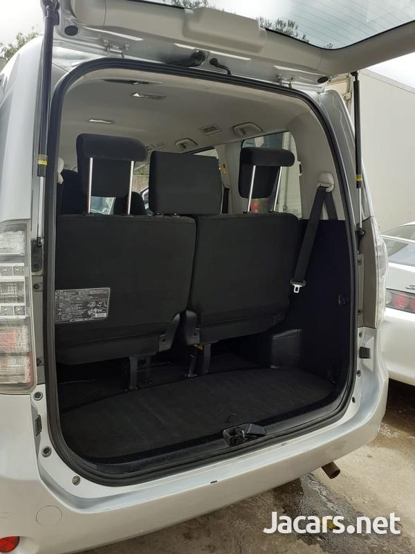 Toyota Voxy 2,0L 2012-9
