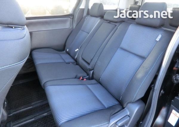 Toyota Voxy 1,9L 2014-6