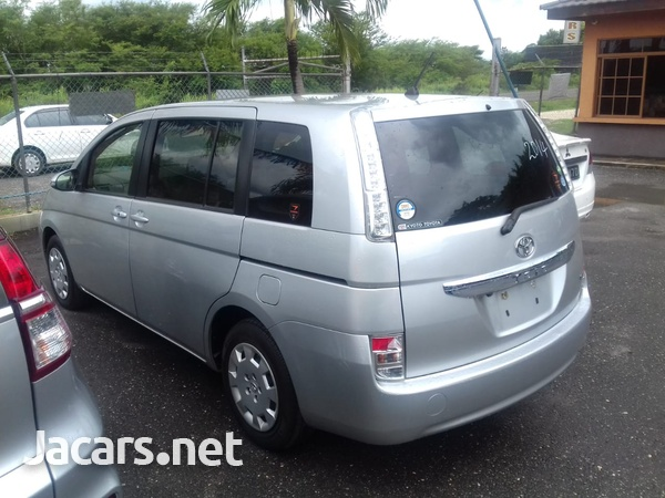 Toyota Isis 2,0L 2014-7