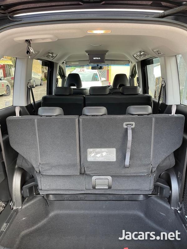 Honda Stepwgn Sparda 2,0L 2012-8