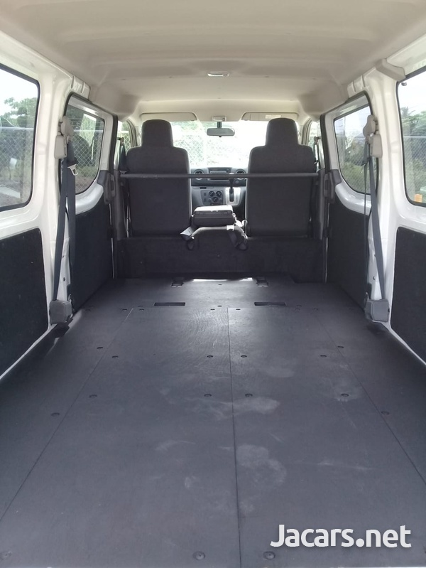 2015 Nissan Caravan-5