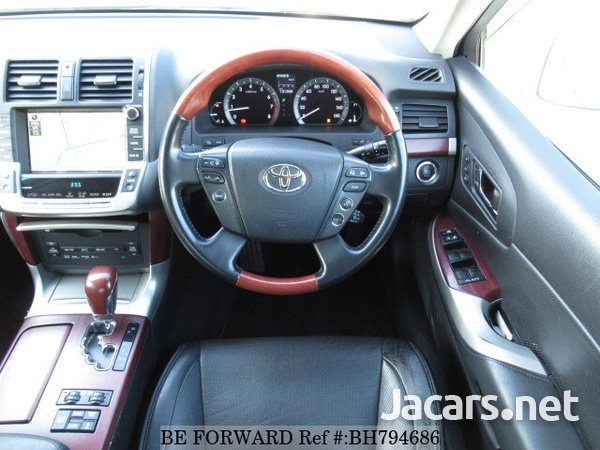 Toyota Crown 4,6L 2012-8