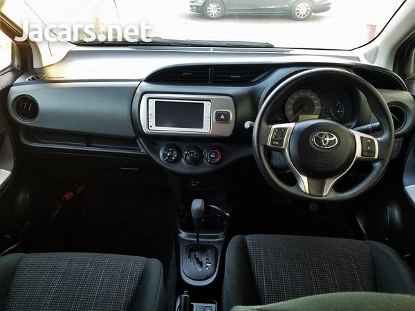 Toyota Vitz 1,0L 2014-8