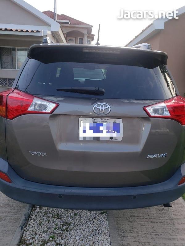 Toyota RAV4 2,5L 2014-4