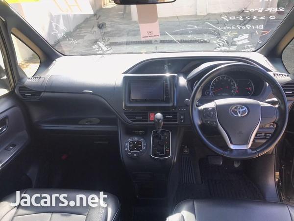 Toyota Voxy 2,0L 2016-13