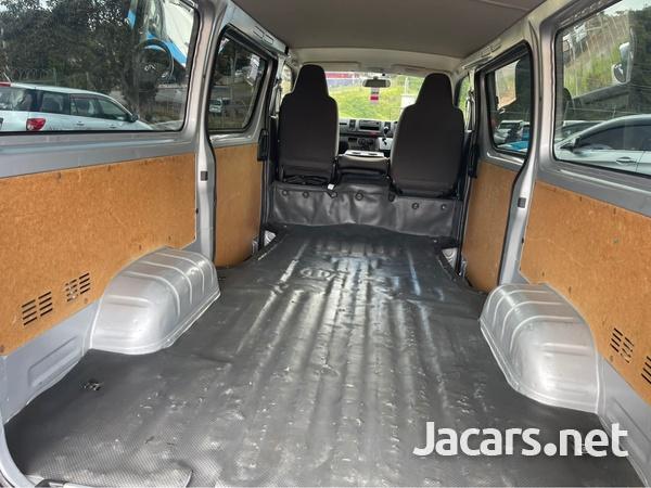 Toyota Hiace 2,0L 2017-6