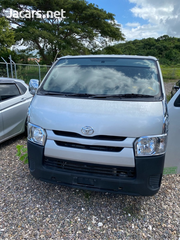 Toyota Hiace 3,0L 2017-1