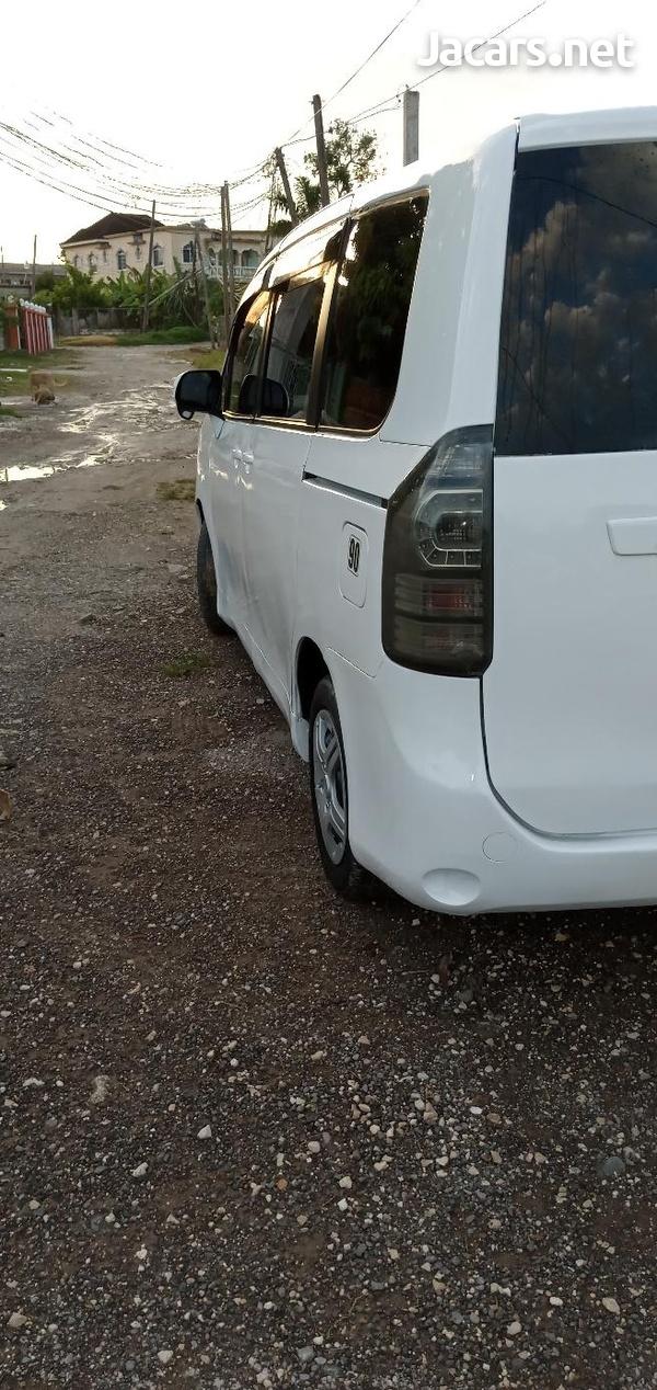Toyota Voxy 1,5L 2011-6