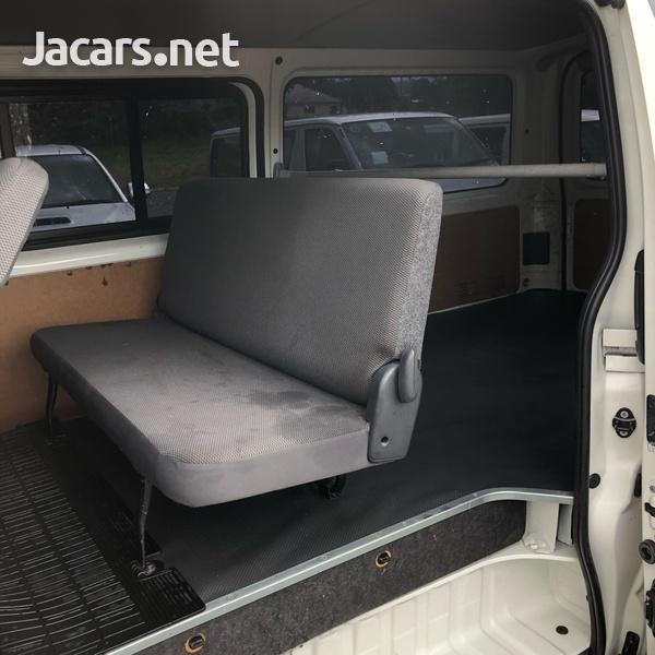 Toyota Hiace 2,0L 2011-4