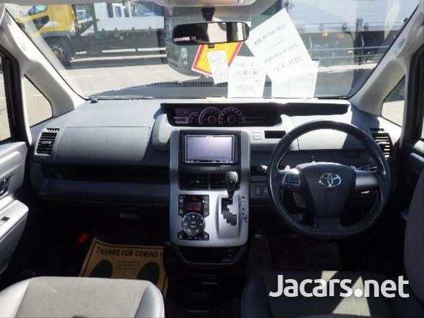 Toyota Voxy 2,0L 2013-9