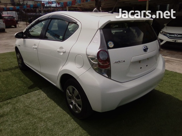 Toyota Aqua 1,6L 2014-3