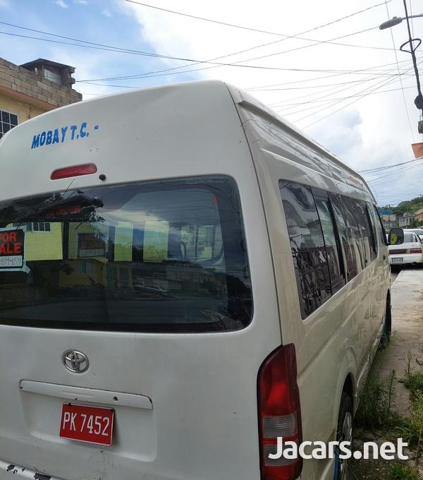 2008 Toyota Hiace Minibus-7