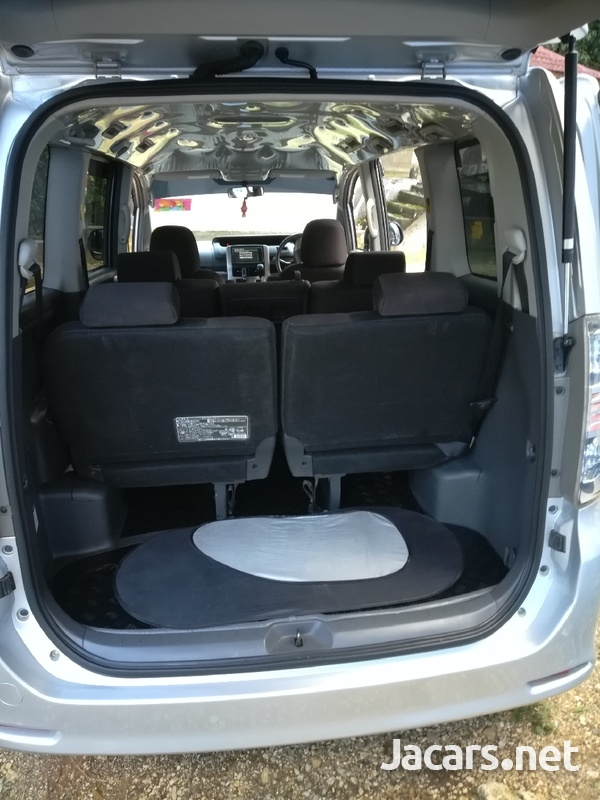 Toyota Voxy 2,0L 2009-3
