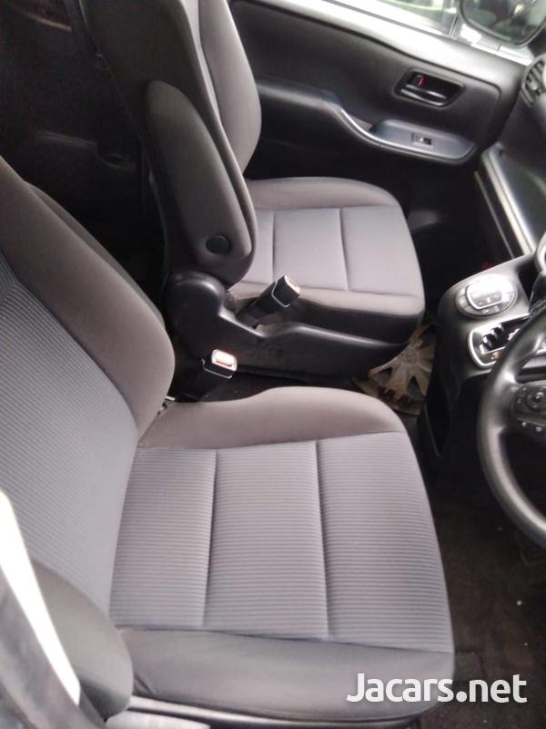 Toyota Voxy 2,0L 2015-2