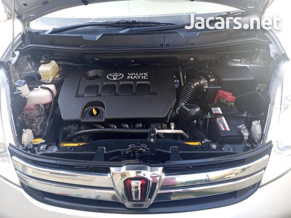 Toyota Isis 1,8L 2013-15