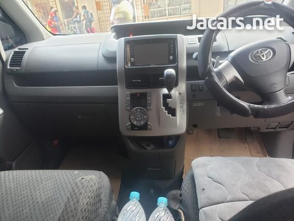 Toyota Voxy 2,0L 2009-5
