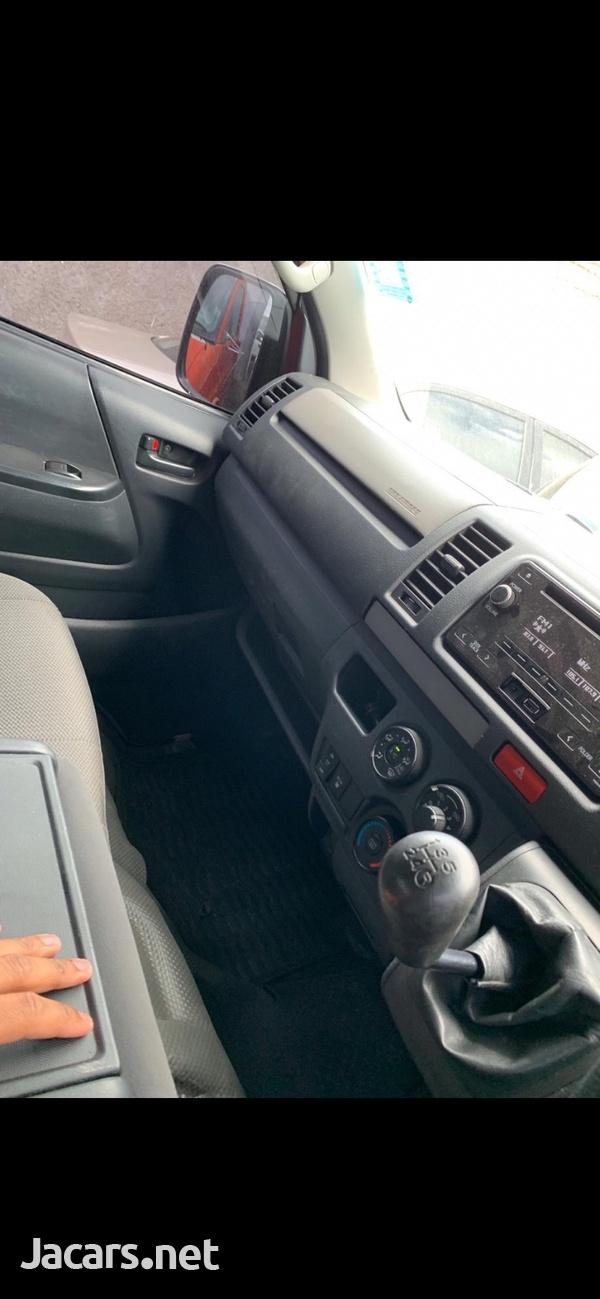 Toyota Hiace 3,0L 2017-6