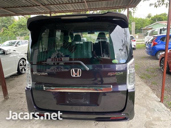 Honda Stepwgn Spada 2,0L 2013-7