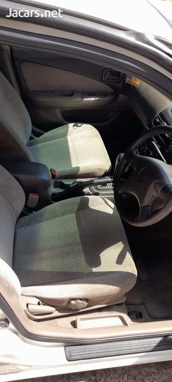 Nissan Sunny 1,6L 2001-8