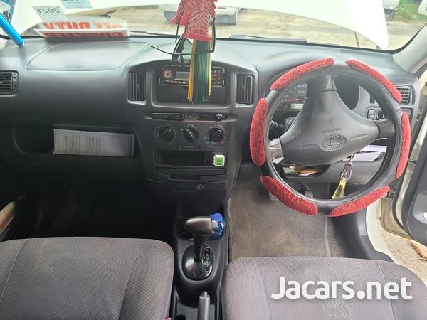 Toyota Probox 1,5L 2010-7