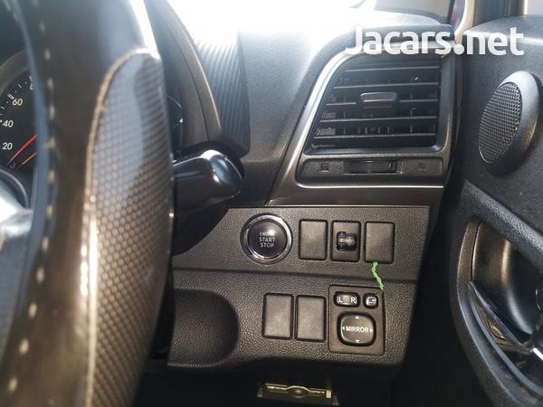 Toyota Ractis 1,5L 2011-6
