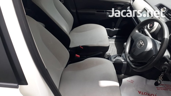 Toyota Vitz 1,3L 2014-8